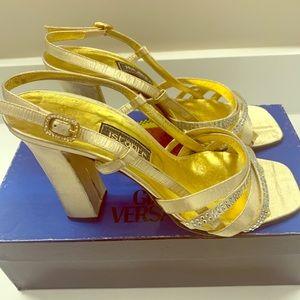 ✨✨Vintage Instante Versace metallic heels